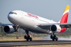 Airbus A330 Iberia EC-MLP Aterrizando Tocumen Open Day 2020