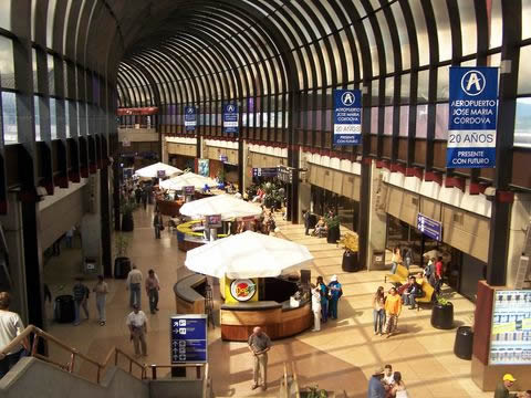 Interior del Aeropuerto José María Córdova.