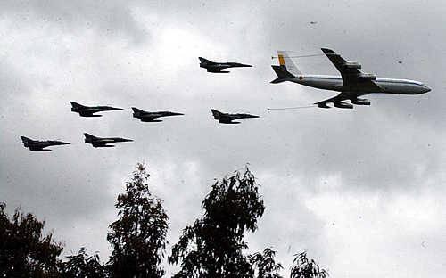 Boeing 707 de la Fuerza Aérea Colombiana en ee-abastecimiento en vuelo