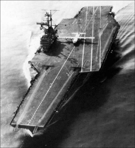 Lockheed C-130 Hercules en el portaaviones USS Forrestal