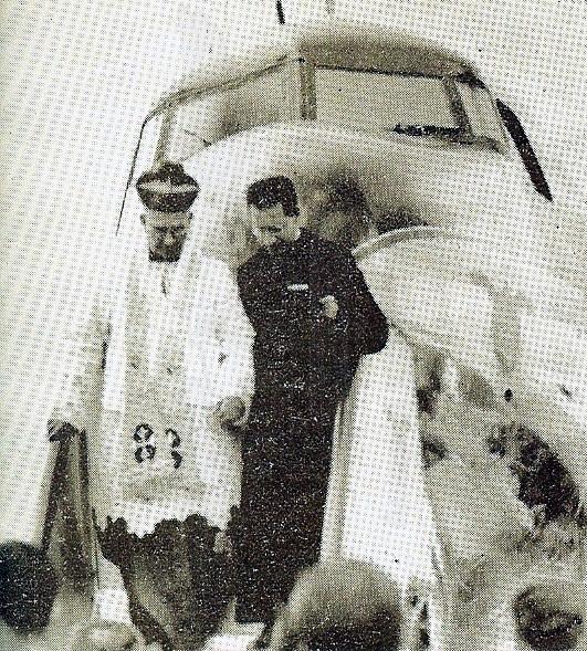 Monseñor Perdomo bendice los Douglas DC-4 de Avianca