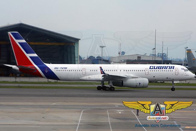 Tupolev Tu-204 matrícula CU-T1701 perteneciente a Cubana de Aviación en el Aeropuerto Eldorado de Bogotá