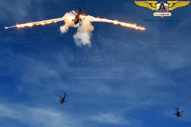 Adrenalina y seguridad en el show del Equipo Acrobático Arpía 51