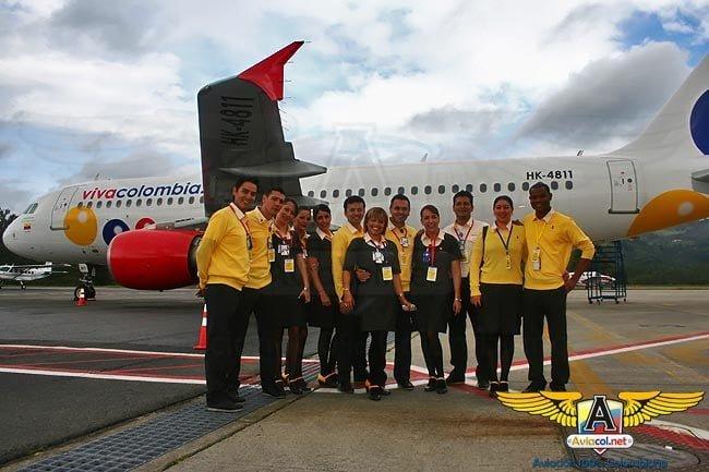 Tripulación del primer vuelo de VivaColombia