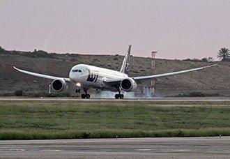Primer aterrizaje del Boeing 787 en Venezuela | Aviacol.net El Portal de la Aviación Colombiana