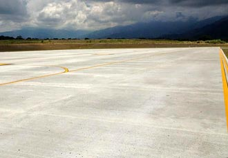 Pista de aeropuerto de Ibagué habría sido usada para realizar piques automovilísticos   Aviacol.net El Portal de la Aviación Colombiana