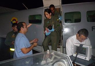 Despliegue especial de la Fuerza Aérea para salvar vida de bebé indígena recién nacido | Aviacol.net El Portal de la Aviación