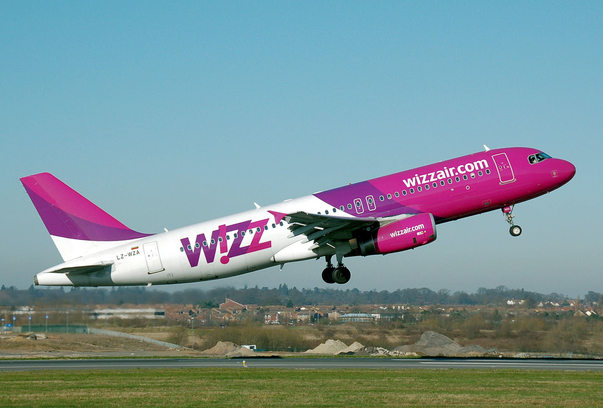 Wizz Air impone nuevo procedimiento de seguridad en las cabinas de sus aviones / Aviacol.net El Portal de la Aviación