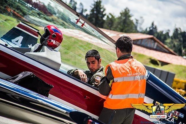 A bordo con los Halcones de Chile en la F-air 2015   Aviacol.net El Portal de la Aviación