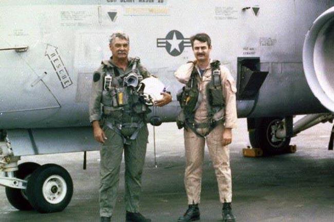 Capitán Jaime Borda a bordo de un portaaviones de la Armada de los Estados Unidos