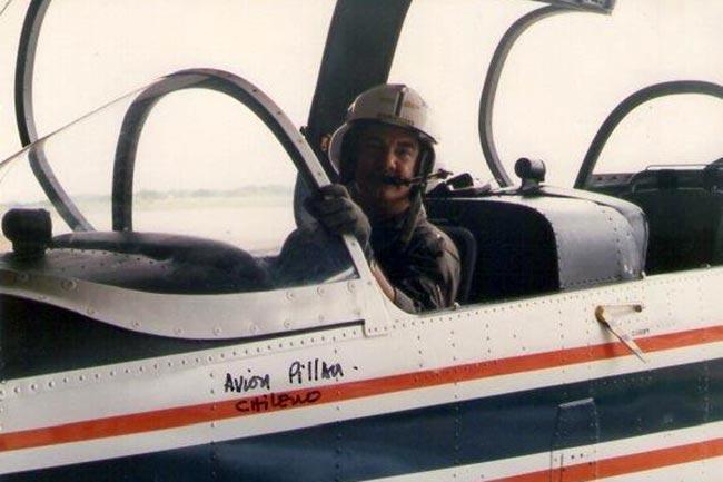 Jaime Borda a bordo de un avión Enaer T-35 Pillán chileno
