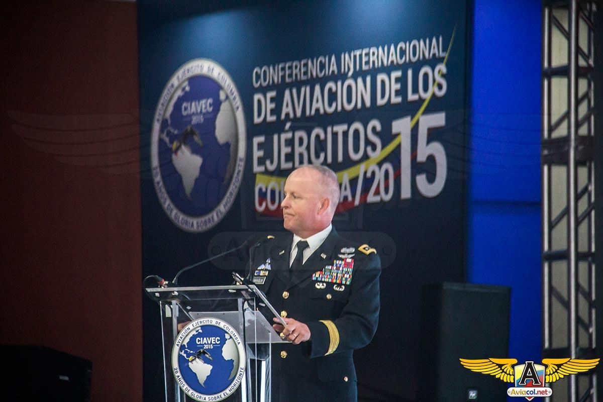 Teniente General de Aviación Kevin W. Magnum, Jefe de Entrenamiento y Doctrina del Ejército de los Estados Unidos, durante CIAVEC 2015