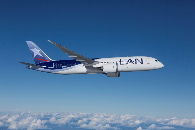 Boeing 787 Dreamliner de LAN en vuelo