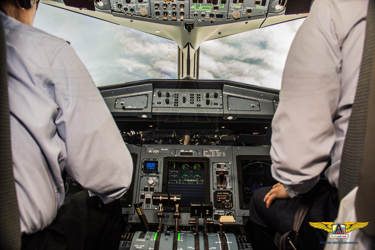 Cabina en vuelo de ATR-42-600 de Satena