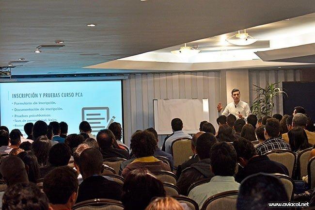 Pablo A. Ortega de Aviacol.net dictando el Taller Cómo ser Piloto Comercial
