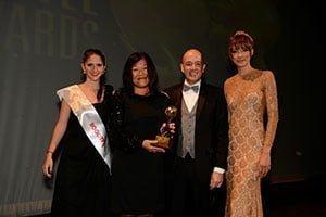 Nicolas Ferri VP Delta para Latinoamérica recibiendo el premio