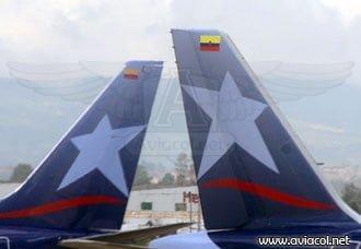 Empenaje de aviones de LAN Colombia en plataforma