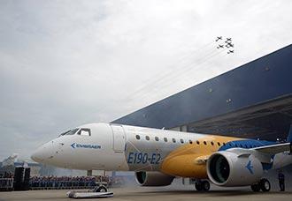 Embraer presentó su nuevo avión E190-E2