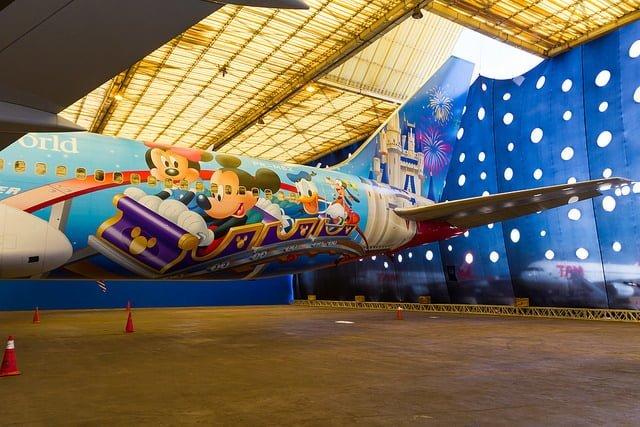 Boeing 767-300ER de TAM pintado con los colores de Disney