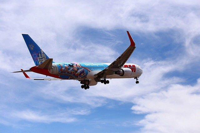 """Vuelo inaugural del """"Avión de los Sueños"""" de TAM y Disney"""