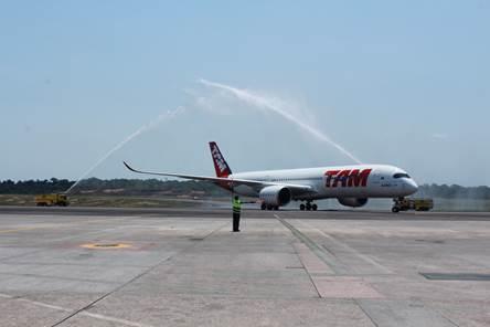 Bautismo al Airbus A350XWB de TAM en su vuelo inaugural a Manaos