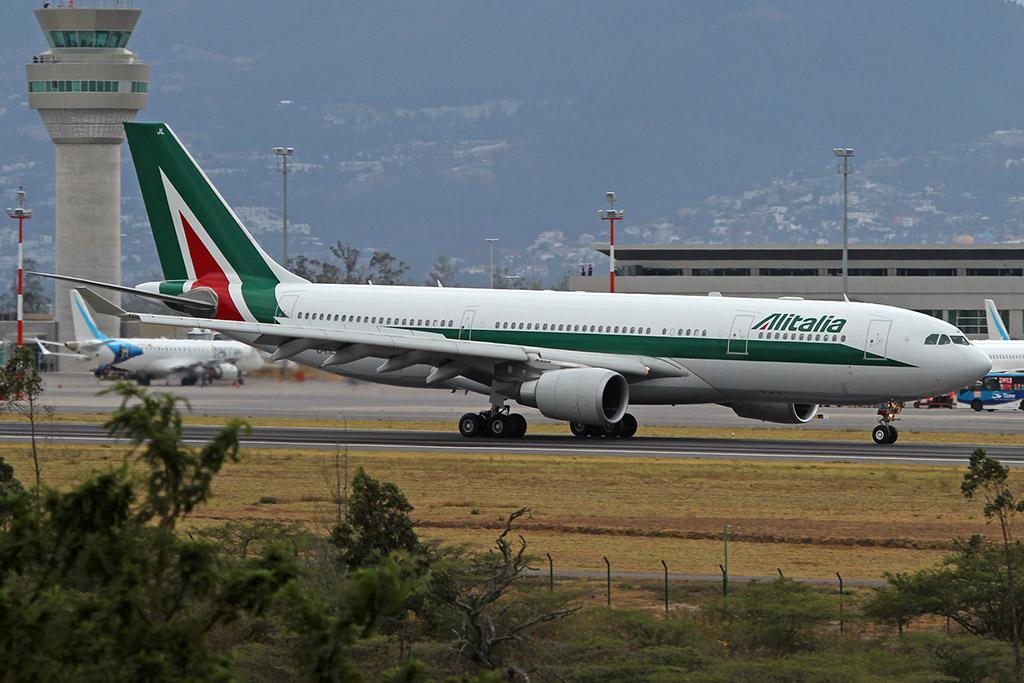 Airbus A330-200 de Alitalia que transportó al Papa Francisco en su visita a Ecuador