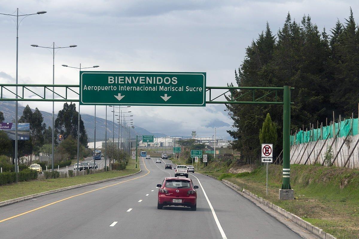 Entrada vehicular al Aeropuerto Mariscal Sucre de Quito, Ecuador