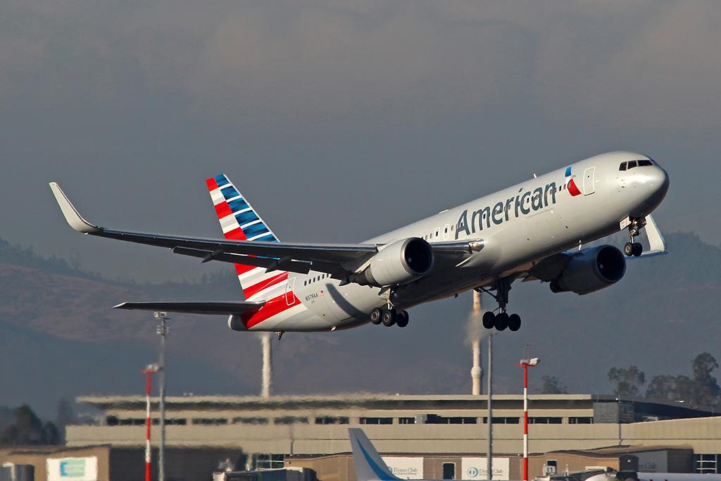 Boeing 767-300 de American Airlines despegando de Quito