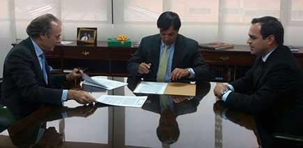 Firma de convenio entre Aerocivil y Registradrúa Nacional de Colombia