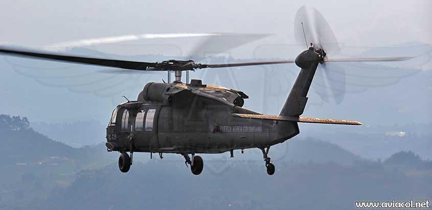Helicóptero UH-60L Halcón de la FAC