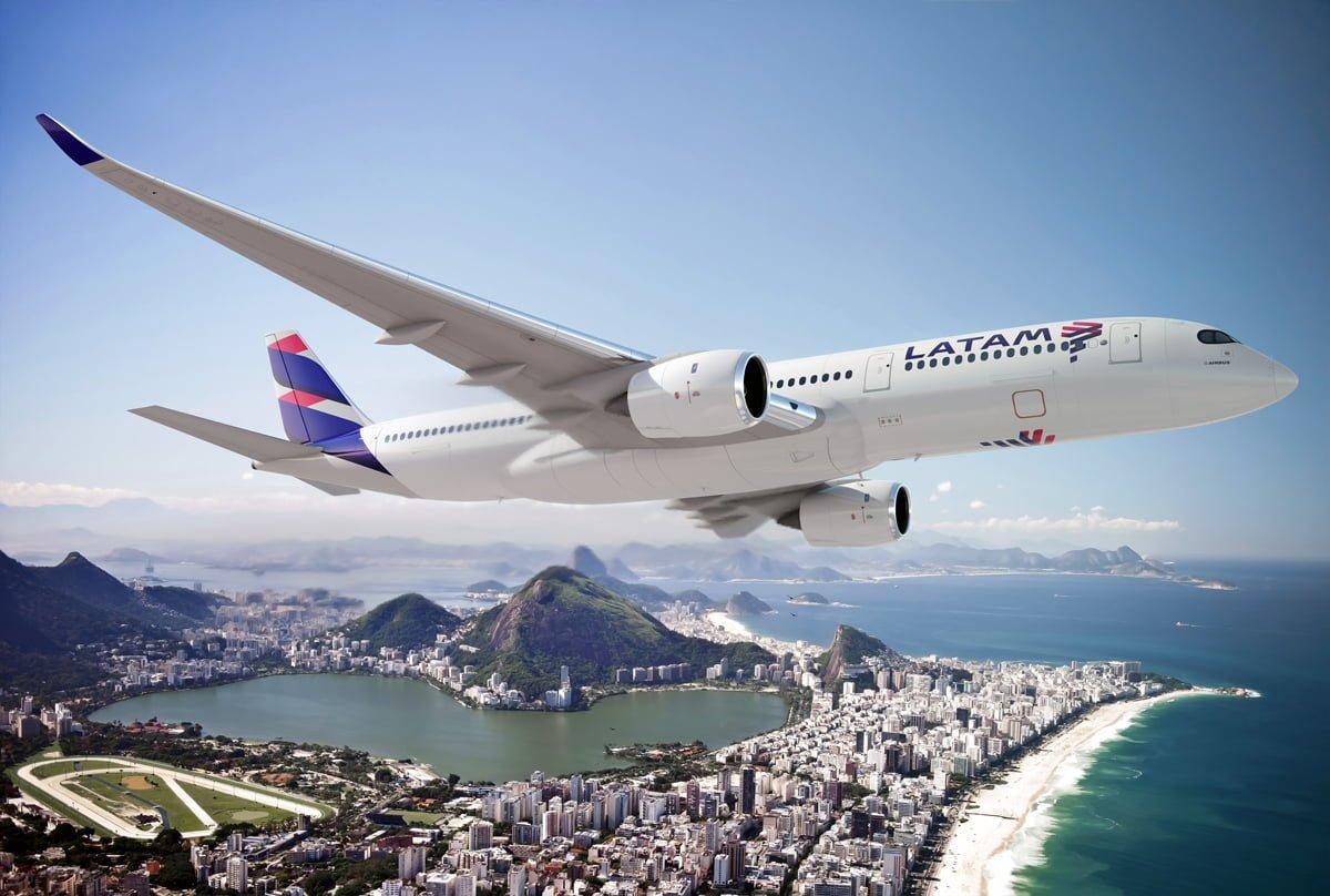 Render Airbus A350 de LATAM Airlines sobre Río de Janeiro