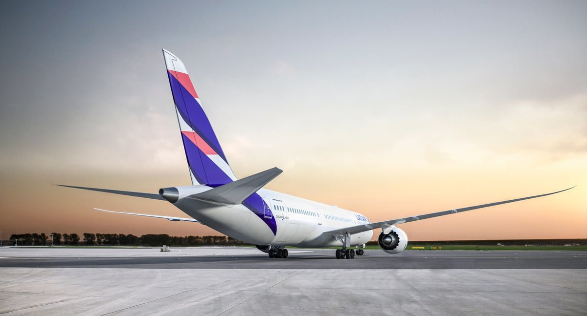 Render Boeing 787-9 de LATAM Airlines en plataforma