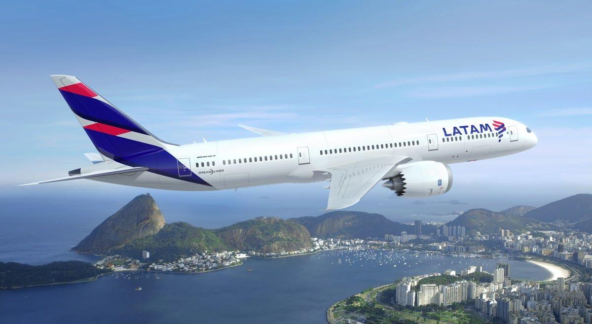 Render Boeing 787-9 de LATAM Airlines sobre Río de Janeiro
