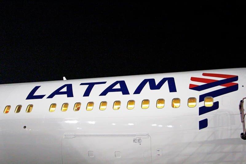 Logo de LATAM Airlines en un Boeing 767-300ER