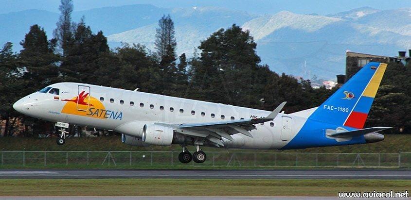 Avión Embraer 170 de Satena aterrizando