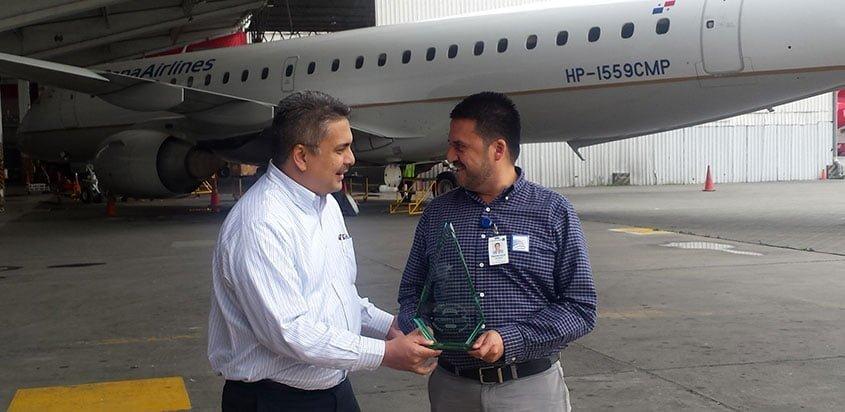 Entrega del premio a Copa como aerolínea más puntual