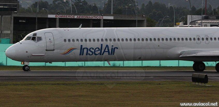 Avión de InselAir en el aeropuerto de Rionegro