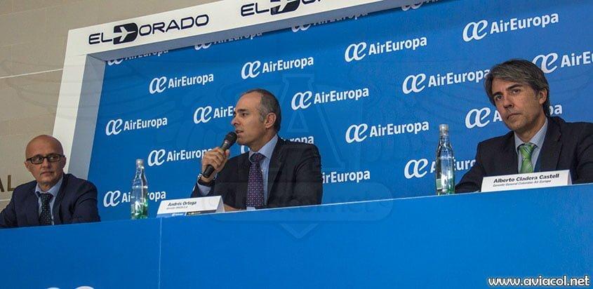 Izq. a der.: Richard Clark, Dir. Comercial Air Europa; Andrés Ortega, Gte. OPAIN; Alberto Cladera, Gte. Air Europa Colombia