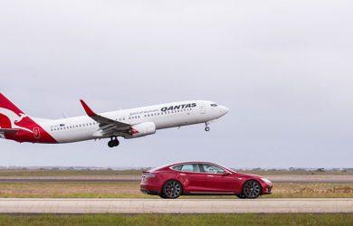 Carrera entre un Boeing 737 y un Tesla Model S