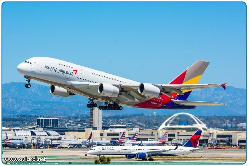 Airbus 380 de Asiana Airlines Despegando de Los Angeles - LAX