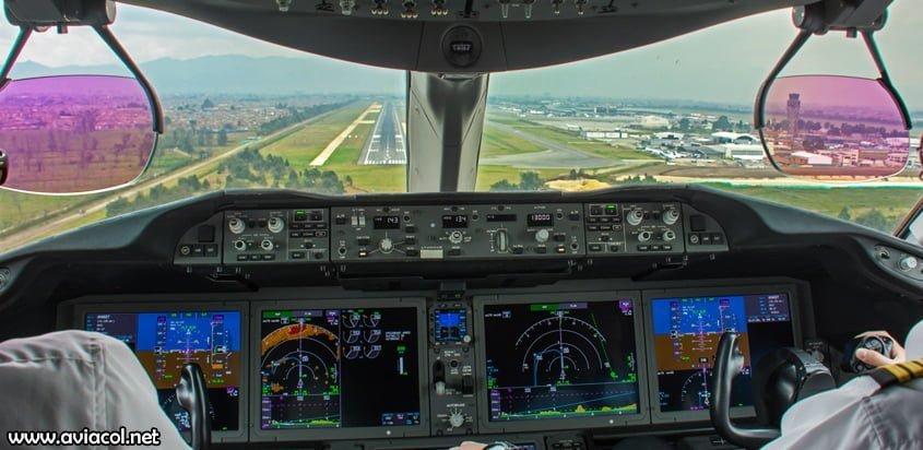 Boeing 787 Aterrizando en Bogotá