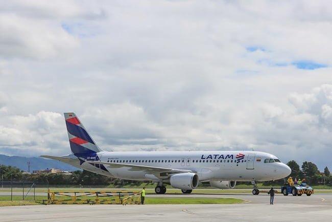 Primer Airbus A320 de LATAM Airlines Colombia en Bogotá