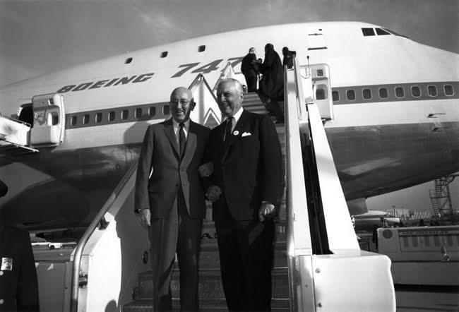Entrega del primer Boeing 747.
