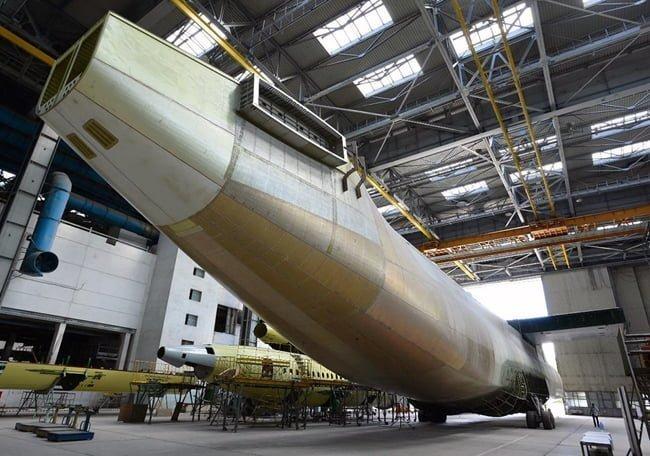 Segundo ejemplar a medio terminar del Antonov An-225