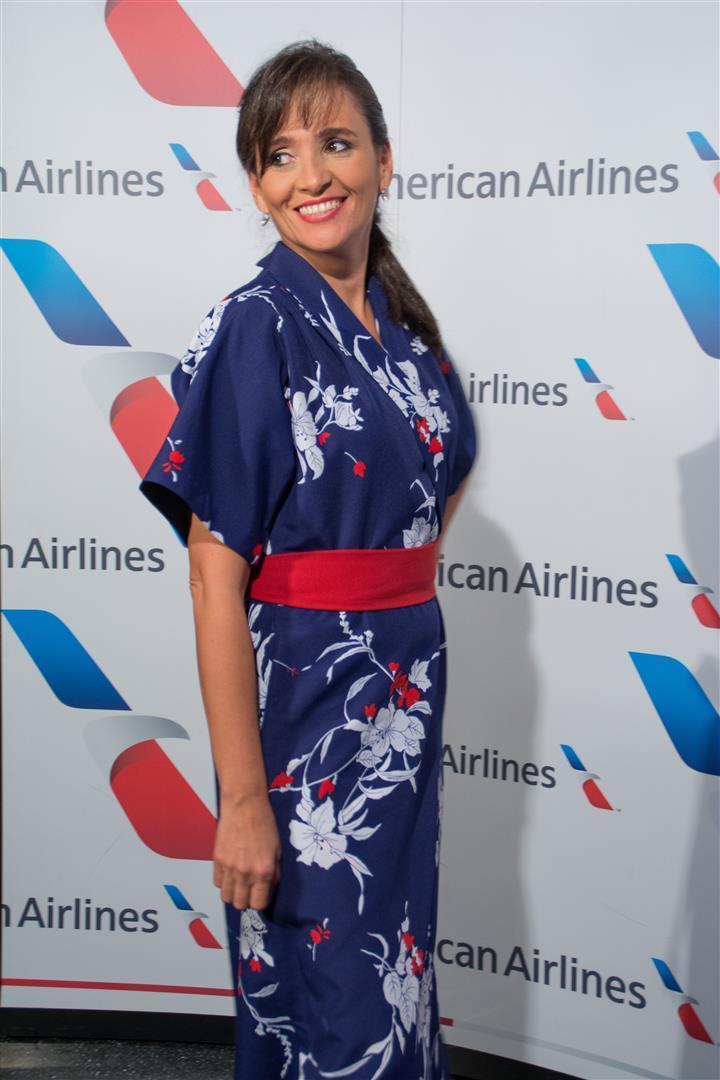 Uniforme Auxiliar de Vuelo de American Airlines en vuelos a Hawaii