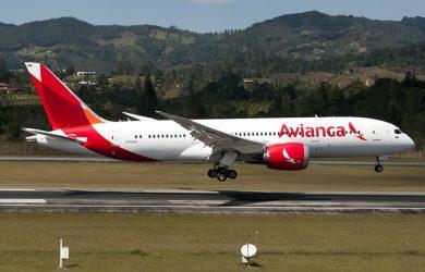 Boeing 787-8 de Avianca aterrizando en Medellín.