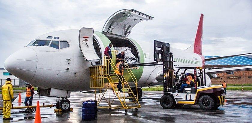 Boeing 737-400F de Aer Caribe en Bogotá.