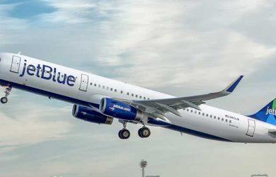 Airbus A321 de JetBlue despegando.