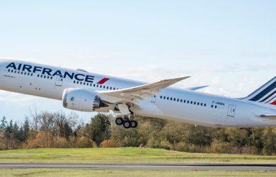 Boeing 787-9 de Air France despegando.