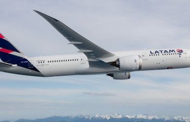 Boeing 787-9 de LATAM Airlines sobre los Andes.